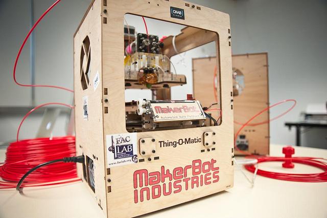 imprimante-3d-makerbot-faclab-fablab-print-cc-owni-ophelia-noor.jpg
